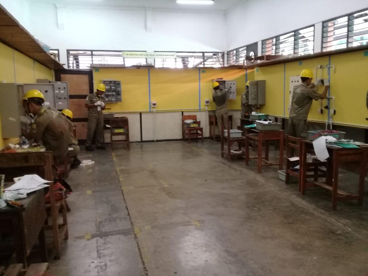 Teknik Instalasi Tenaga Listrik SMK Negeri 1 Cerme Gresik